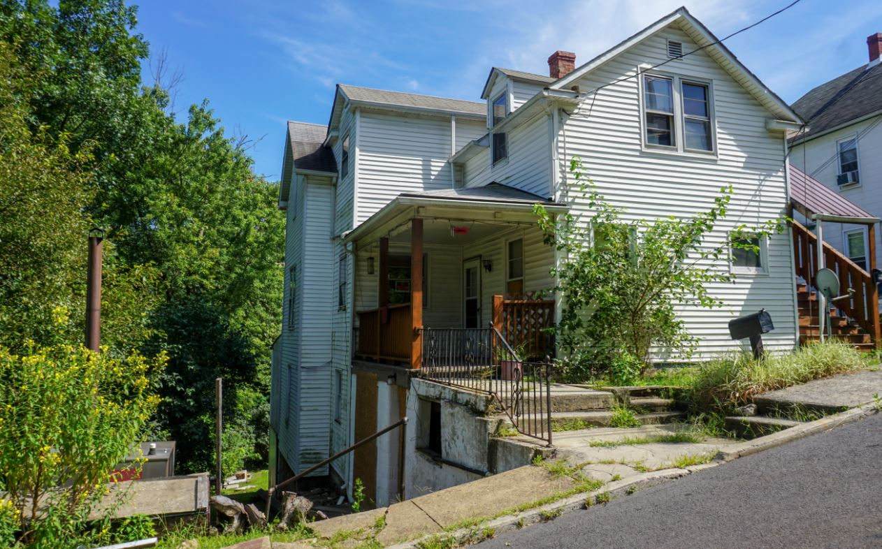 Single Family Home For Sale 4 Bedrooms 2 Bathrooms